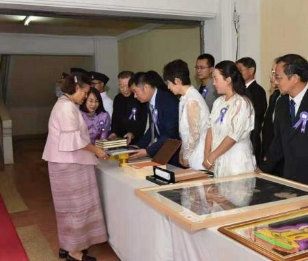 德鲁安获得泰国文化中心设计国际竞标第一名,泰国皇室诗琳通公主殿下亲切接见